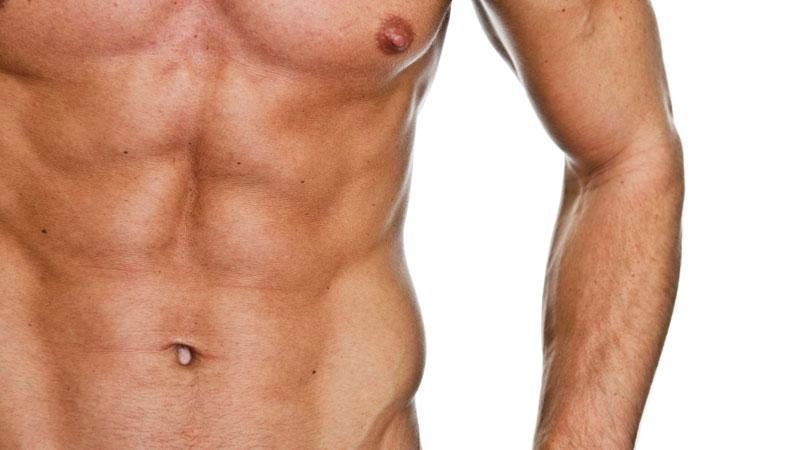 Sempre più uomini ricorrono all'epilazione di torace e sopracciglia