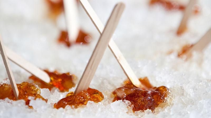 La cera a base di miele e zucchero è il metodo più antico