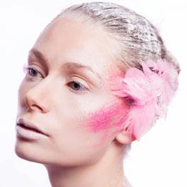 Un velo di blush sulle guance per donare colore e luminosità