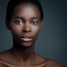 Pelle scura: prodotti e colori più adatti